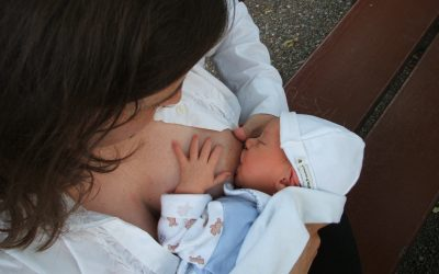 Newborn Baby Essentials for Breastfeeding